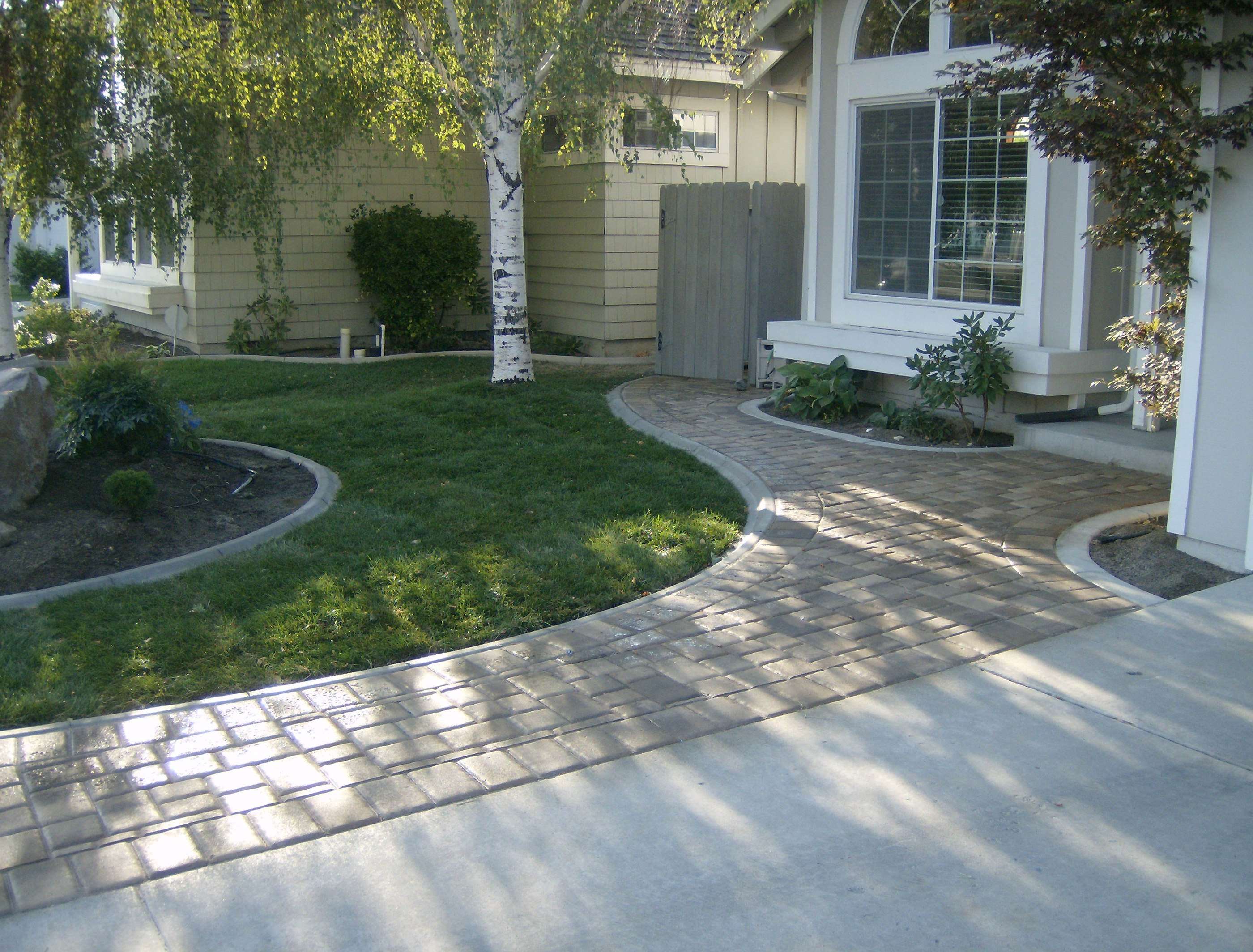 Garden and landscape pathways pavers steve snedeker s for Paved front garden designs