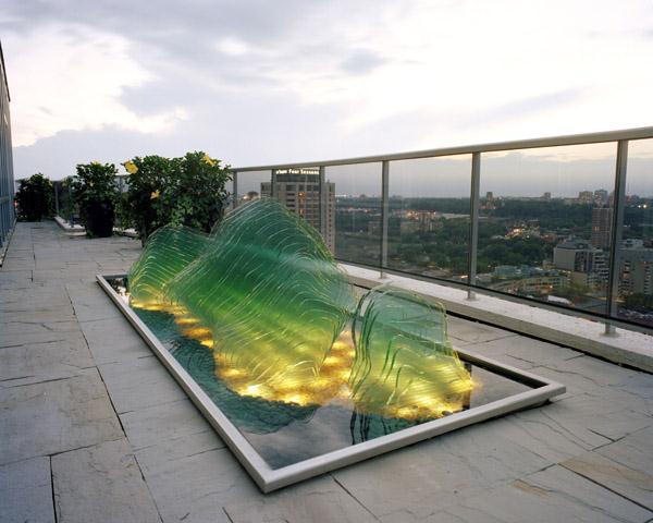 outdoor-glass-art-swon-design-3