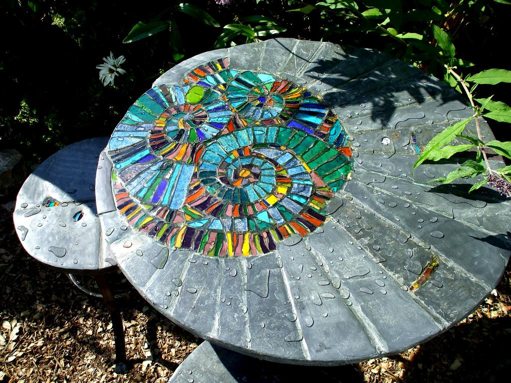 Abnormally cool garden furniture helen nock steve for Garden artist designs