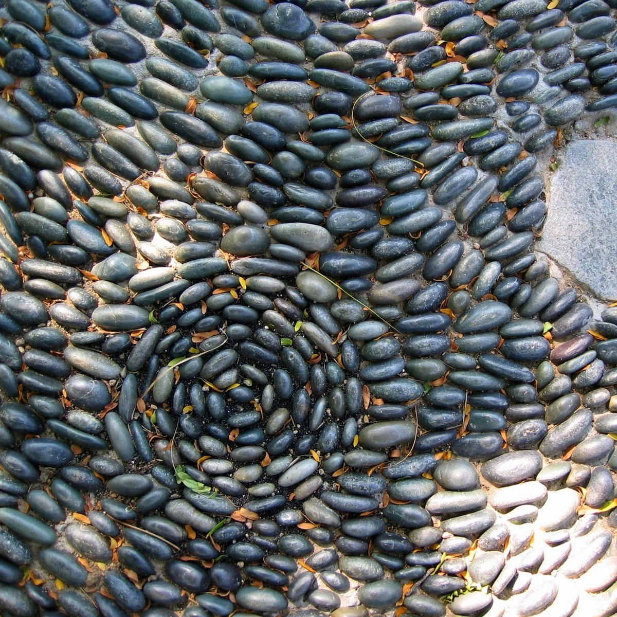 pebble pathways and mosaics pebble and brick steve